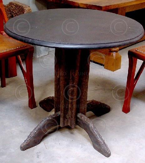 Round Table FV13. Manufactured at Under the Bo workshop.