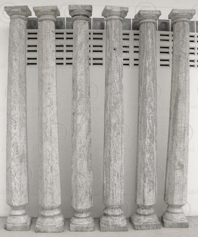 Six colonnes en granite 08LN20. Tamil Nadu, Inde du sud.