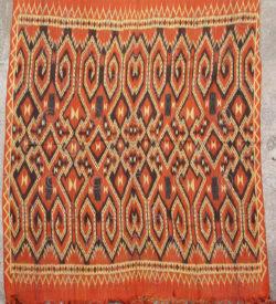 Couverture ikat toradja ID28E. Culture toradja, centre de l'île de Sulawesi, Indonésie.