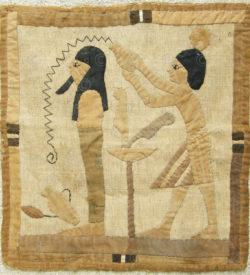 Tapisserie renouveau égyptien 12UZ09C. Acquise au Levant dans les années 1920.
