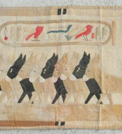 Tapisserie renouveau égyptien AF14. Acquise au Levant dans les années 1920.