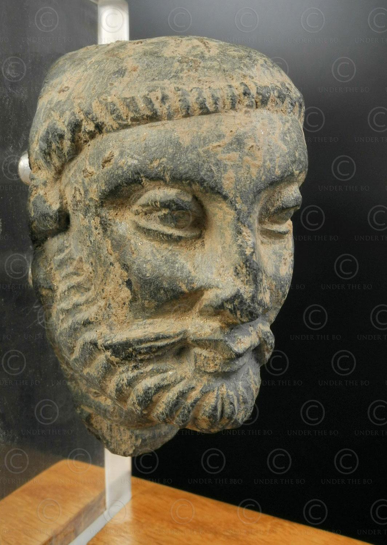 Gandhara schist head PK203B. Swat valley, Pakistan.