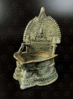 Lampe à huile Gajalakshmi A252. Trouvée au Pakistan, faite en Inde du sud.