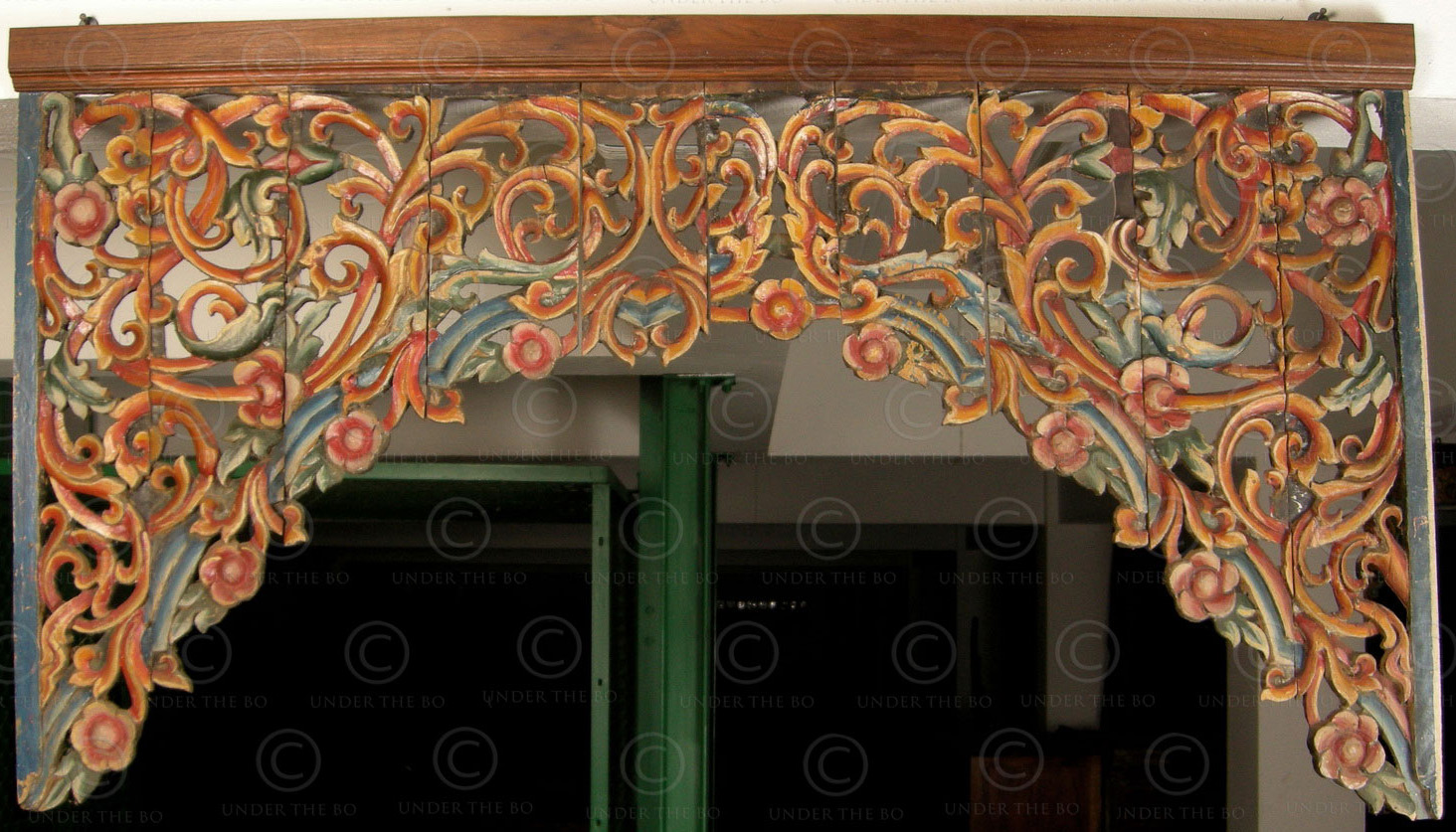 Arcade-décorative-en-bois-peint-Birmanie