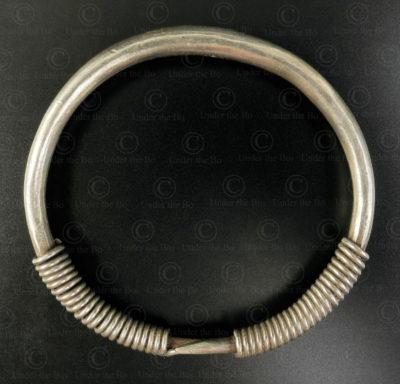 Bracelet hmong argent spiralé B229. Minorité Hmong, nord du Laos.