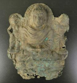 Ancien royaume bouddhiste de Gandhara, trouvé dans la région de Mardan, nord du Pakistan. Plaque bouddhiste Gandhara en argent PK223.