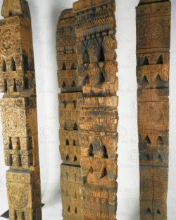 Poteaux maison Nuristan 17F45. Vallée d'Aret ou de Shomash, montagnes du Nuristan, Afghanistan de l'est.