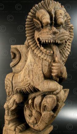 Corbeau lion en bois 09V1A. État du Tamil Nadu, Inde du sud.