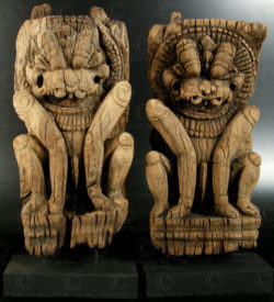 Pair of wooden lions 08DD13G. Tamil Nadu state, Southern India.
