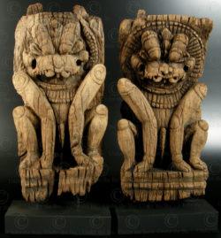 Paire de lions en bois 08DD13G. État du Tamil Nadu, Inde du sud.