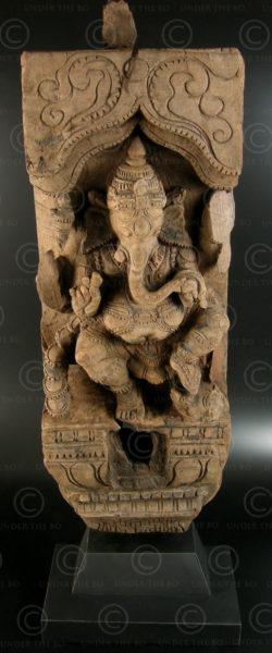 Panneau Ganesha de char de temple 08LN16. État du Tamil Nadu, Inde du sud.