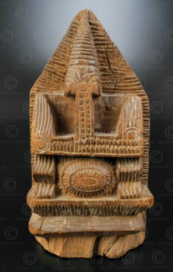 Stylized wooden Ganesha IN689. Tamil Nadu state, Southern India.