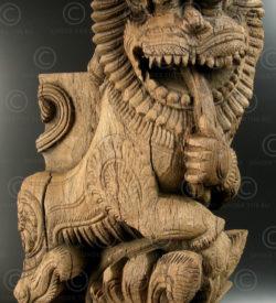 Wooden lion bracket 09V1A. Tamil Nadu state, Southern India.