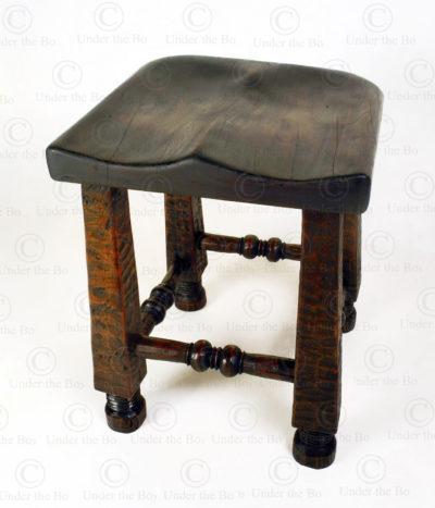 Tabouret style angolais 18FV-S10. Manufacturé à l'atelier Under the Bo.