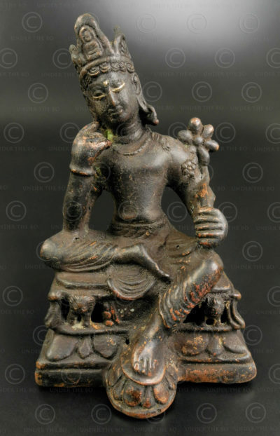 Bodhisattva Shahiya bronze PK253. Ancien royaume bouddhiste de Gandhara, trouvé dans le district de Swabi, nord du Pakistan.