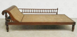 Colonial couch C13-00