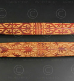 Deux navettes à tisser Bornéo BO269 . Culture dayak iban, rivière Ketungau, Kalimantan de l'ouest, île de Bornéo.