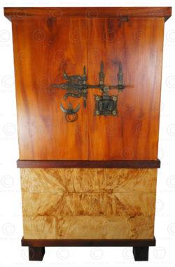 Cabinet en bois de jaquier et loupe de peuplier FV151. Manufacturé à l'atelier Under the Bo. Hauteur: 180 cm x 74 x 50 cm.
