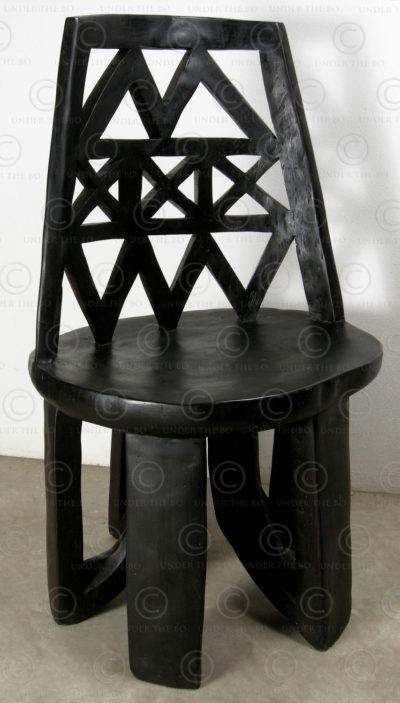 Chaise style éthiopien FV126. Style tribal éthiopien, manufacturée à l'atelier Under the Bo.