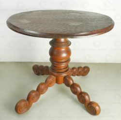 Round table with central leg FV139. Designed by François Villaret. Manufactured at Under the Bo workshop.