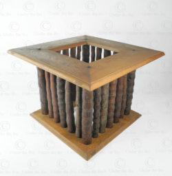 Table carrée pieds bambou FV122. Design François Villaret, Atelier Under the Bo.