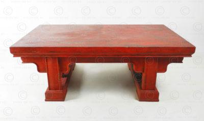Table chinoise rouge FVT143. Style de la dynastie des Qing, Chine. Manufacturée à l'atelier Under the Bo.