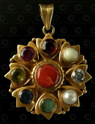 Pendentif porte-bonheur neuf pierres P189. Travail contemporain népalais.