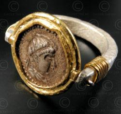 Bague reversible monnaie antique R275. Bactriane. Design par François Villaret.