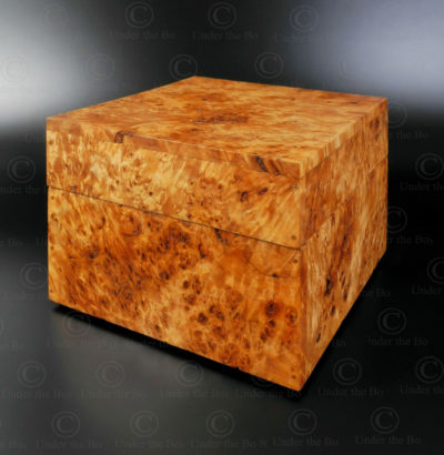 Poplar burl wood box FV141. Inspired from a South Sumatra traditional design. Manufactured at Under the Bo workshop.