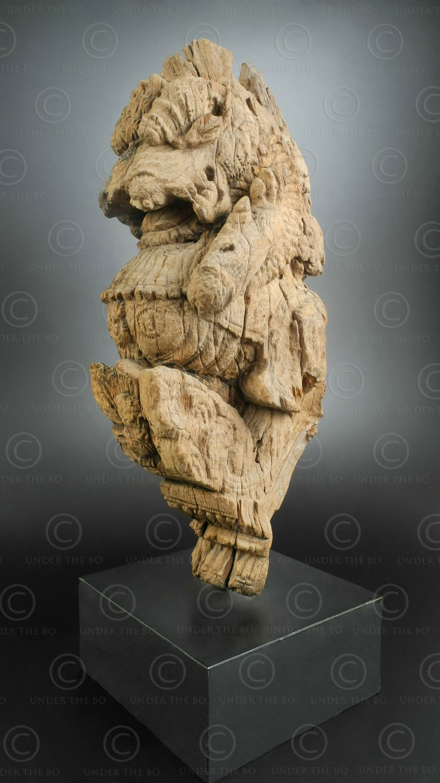 Indian lion bracket H24-00 .Tamil Nadu state, Southern India.