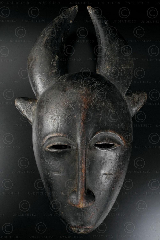 Masque Yaouré 12OL09. Culture Yaouré, Côte d'Ivoire.