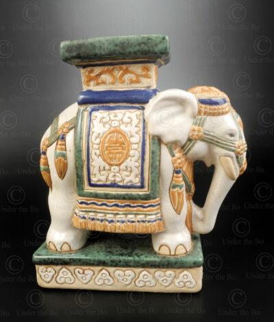 Socle céramique en forme d'éléphant T478. Thaïlande.